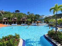 Amber Cover Cruise-haven in Puerto Plata, Dominicaanse Republiek - 12/12/17 - mensen op het poolgebied in Amber Cove Royalty-vrije Stock Foto's