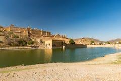 Amber Fort berömd loppdestination i Jaipur, Rajasthan, Indien Det mäktiga landskapet och cityscapen Royaltyfria Foton