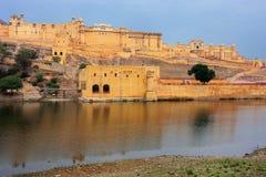 Amber Fort et lac Maota près de Jaipur, Ràjasthàn, Inde Photo libre de droits
