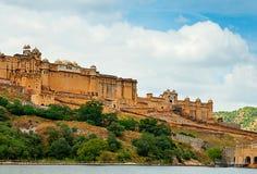 Amber Fort med härlig himmel, Jaipur, Rajasthan, Indien Arkivbilder