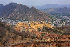 Amber Fort und Verteidigungswälle von Jaigarh-Fort in Rajasthan, Ind Stockfotografie