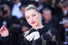 Amber Heard nimmt an der Siebung teil lizenzfreie stockfotografie