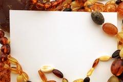 Amber Jewelry med det tomma anmärkningskortet Arkivbild