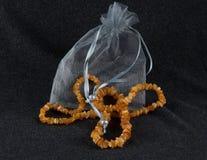 Amber Necklace op Diep Grey Background Stock Foto's