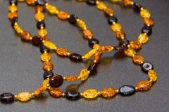 Amber Necklaces In Close herauf Ansicht Stockbilder