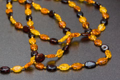 Amber Necklaces In Close sulla vista Immagini Stock