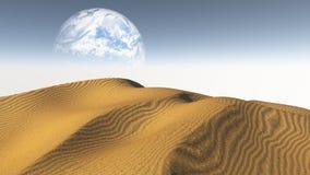 Amber Sand Desert avec la lune ou la terre de Terraformed du terraform Images libres de droits