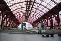 Amberes, Bélgica - 19 de junio de 2011: Estación de tren de Amberes Fotos de archivo libres de regalías
