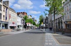 Amberes, Bélgica - 10 de mayo de 2015: Turista en el Meir, la calle principal de las compras de Amberes Foto de archivo