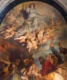 Amberes - la suposición de la Virgen María bendecida, una copia después de Peter Paul Rubens (1613) en señora Chapel en St. Charle Foto de archivo libre de regalías