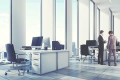 Ambiente aberto do escritório do branco, canto, homens Imagem de Stock