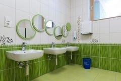 Ambiente agradável em um banheiro das crianças Fotos de Stock