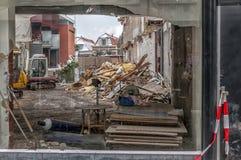 Ambiente da demolição tomado fora do buildin imagem de stock