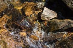 Ambiente del río de la montaña de la roca Fotografía de archivo libre de regalías