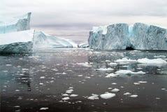 Ambiente do gelo do oceano ártico fora da costa oeste de Gronelândia imagem de stock