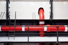 Ambiente industrial con la tubería Fotos de archivo libres de regalías