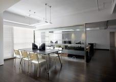 Ambiente limpo e elegante do escritório Foto de Stock Royalty Free