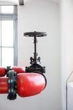 Ambienti industriali con i tubi ed il rubinetto Immagine Stock Libera da Diritti