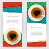 Ambiti di provenienza con le tazze di caffè e le toppe modellate variopinte Fotografia Stock
