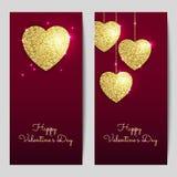 Ambiti di provenienza di giorno di biglietti di S. Valentino con i cuori dell'oro Biglietti di S. Valentino strutturati di scinti Fotografia Stock Libera da Diritti