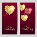 Ambiti di provenienza di giorno di biglietti di S. Valentino con oro e cuori rossi Fotografia Stock