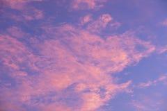 Ambiti di provenienza drammatici dei cieli nuvolosi Immagini Stock Libere da Diritti