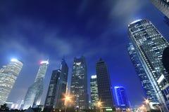 Ambiti di provenienza moderni di notte della città di Schang-Hai Fotografie Stock