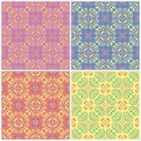 Ambiti di provenienza senza cuciture floreali colorati Insieme dei modelli luminosi con gli elementi del fiore Fotografia Stock Libera da Diritti
