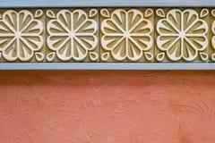 Ambiti di provenienza & strutture del fiore del cemento della parete Immagine Stock