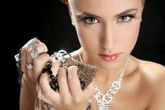 Ambitie en hebzucht in maniervrouw met juwelen Stock Fotografie
