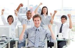 Ambitieus het commerciële team vieren succes Royalty-vrije Stock Fotografie