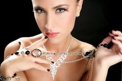 Ambition et gourmandise dans le femme de mode avec le bijou Photos stock