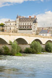 Amboise-Schloss und alte Brücke, Frankreich Lizenzfreies Stockbild