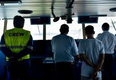 ambtenaren op brug in een koopvaardijschip stock foto's
