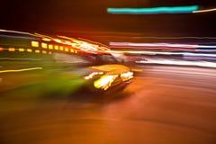Ambulância americana obscura em uma arremetida Imagens de Stock Royalty Free