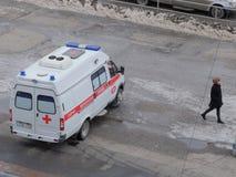 A ambulância em Omsk espera o paciente Imagens de Stock