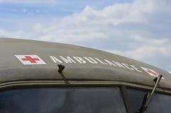 Ambulância militar da cruz vermelha Fotos de Stock