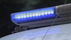 A ambulância no dever com luzes de piscamento chegou lugar indicado, apoio médico vídeos de arquivo