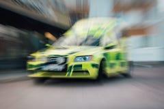 Ambulância no movimento imagens de stock