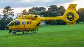Ambulance aérienne est d'Anglian en parc photographie stock libre de droits