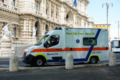 Ambulance car near the Palace of Justice in Rome Royalty Free Stock Photos