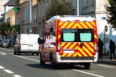 Ambulance française sur la rue Photographie stock libre de droits