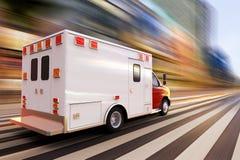 ambulance high speed Στοκ φωτογραφία με δικαίωμα ελεύθερης χρήσης