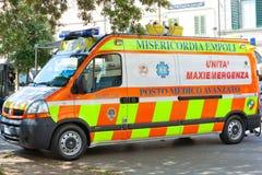Ambulance italienne 118 de délivrance Image libre de droits