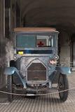 Ambulancia antigua Imágenes de archivo libres de regalías