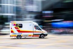 Ambulancia con el movimiento borroso Imagen de archivo