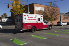Ambulancia de Baltimore FD en una llamada Foto de archivo