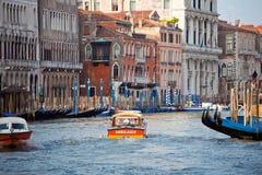 Ambulancia del agua en la ciudad de Venecia Imagen de archivo libre de regalías