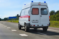 Ambulancia del coche en la carretera Fotos de archivo libres de regalías
