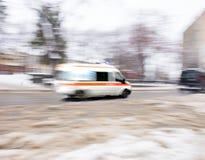 Ambulancia en el movimiento imagenes de archivo